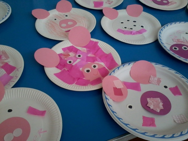 paper plate pigs made by the children