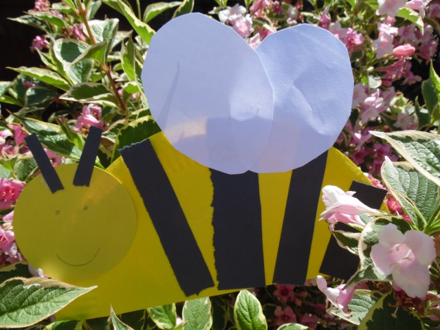 paper plate bee