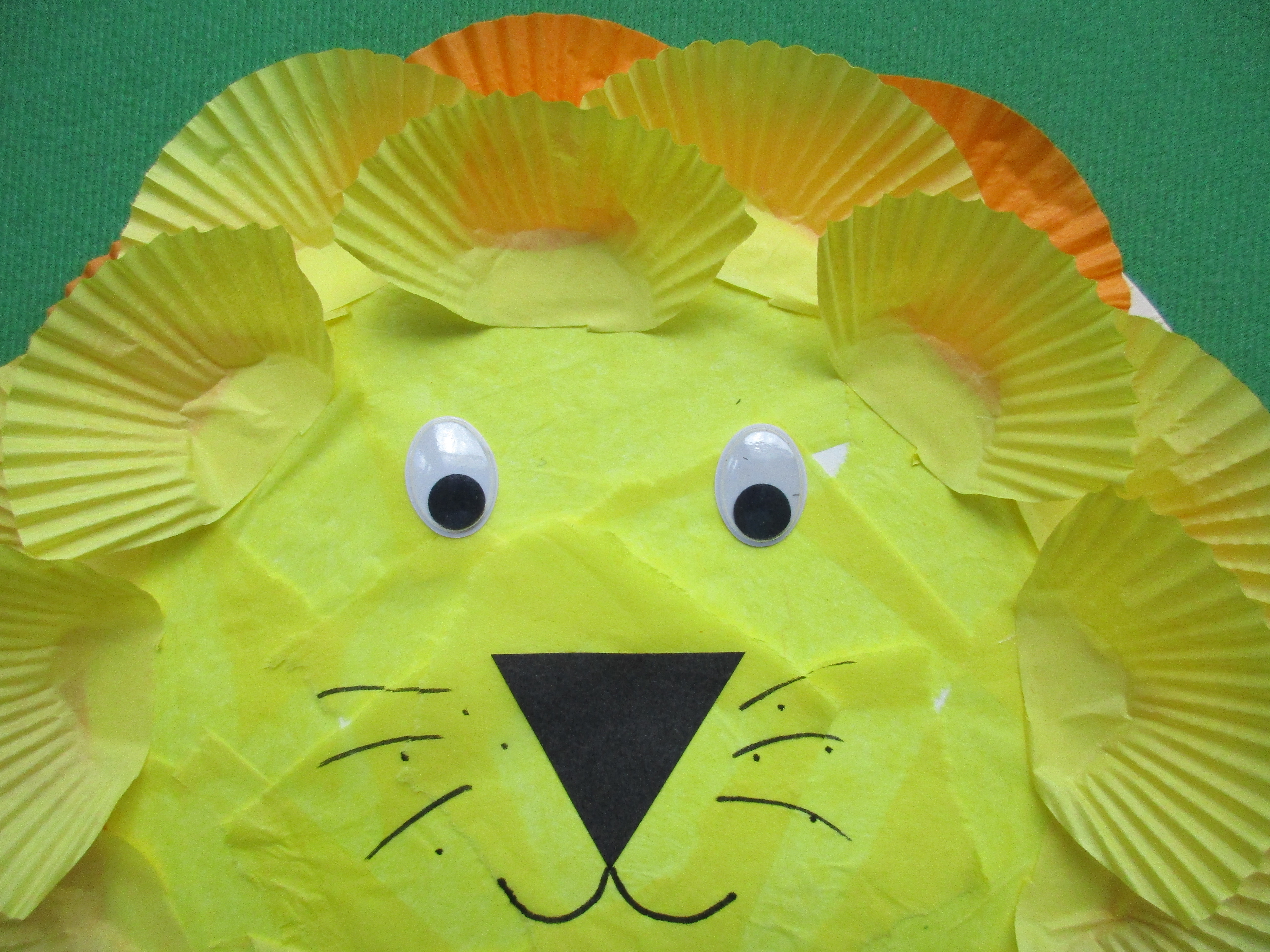 u2026u2026.black sugar paper black felt tip pen scissors glue and paper plate. & Paper plate lion   Let their light shine!